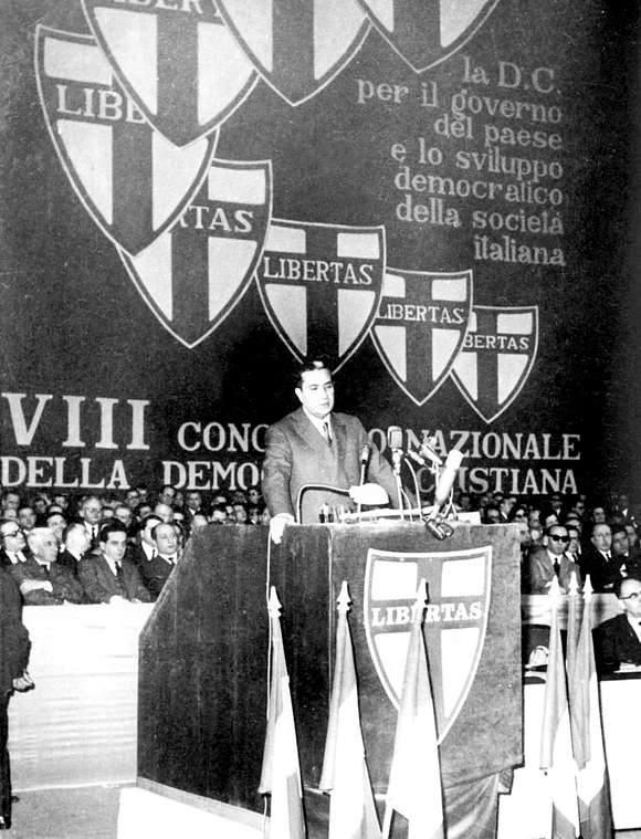 Aldo Moro al congresso DC del 1962.