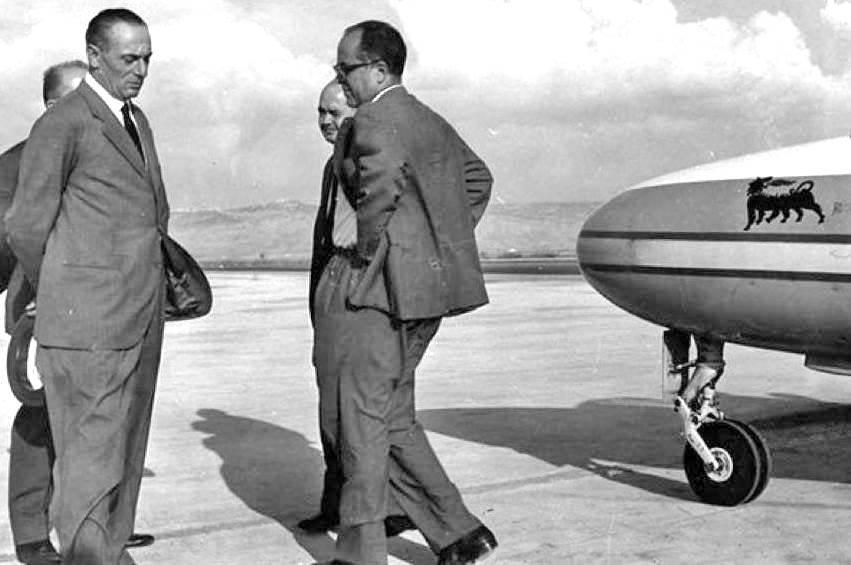 Mattei (primo a sinistra) prima del volo mortale.