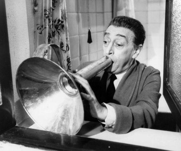 """Antonio La Trippa (Totò) nel film """"Gli onorevoli"""" di Corbucci del 1963."""