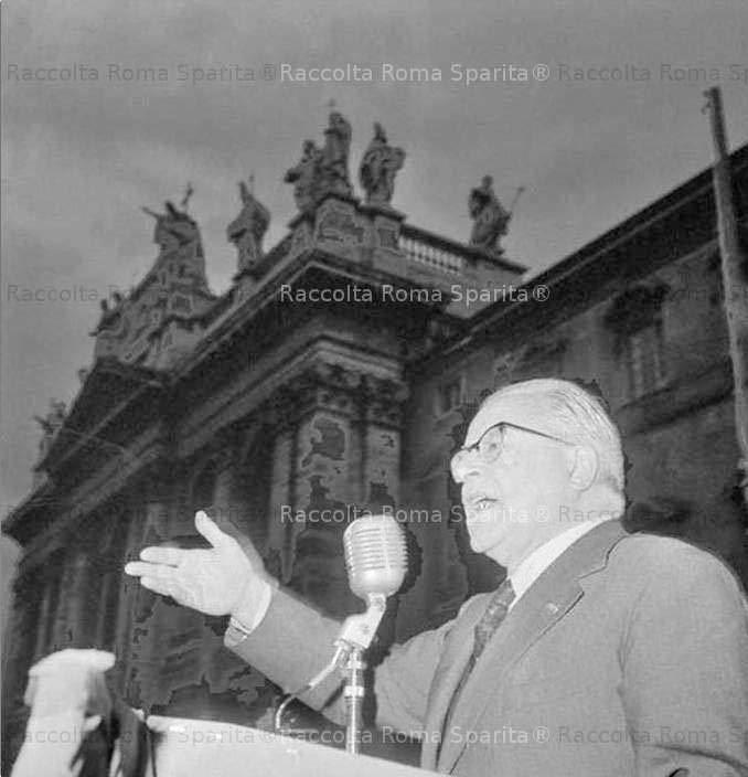 Togliatti al comizio di San Giovanni nel 1963.
