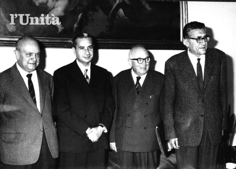 L'incontro di Moro con la delegazione socialista formata da Nenni, De Martino e Lombardi.