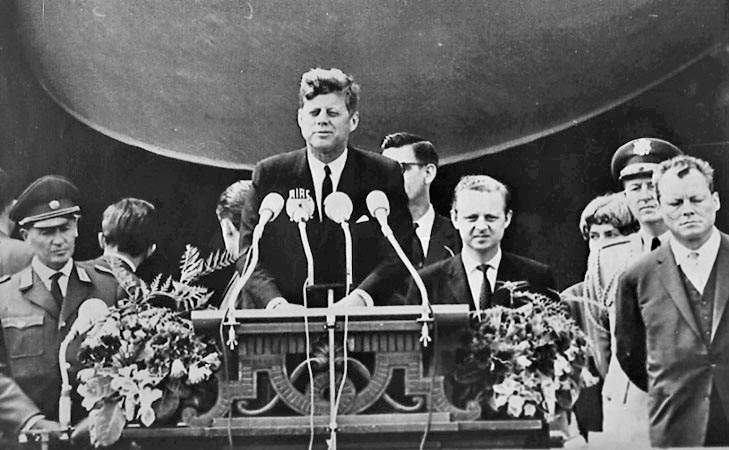 Kennedy durante il discorso di Berlino del giugno 1963.