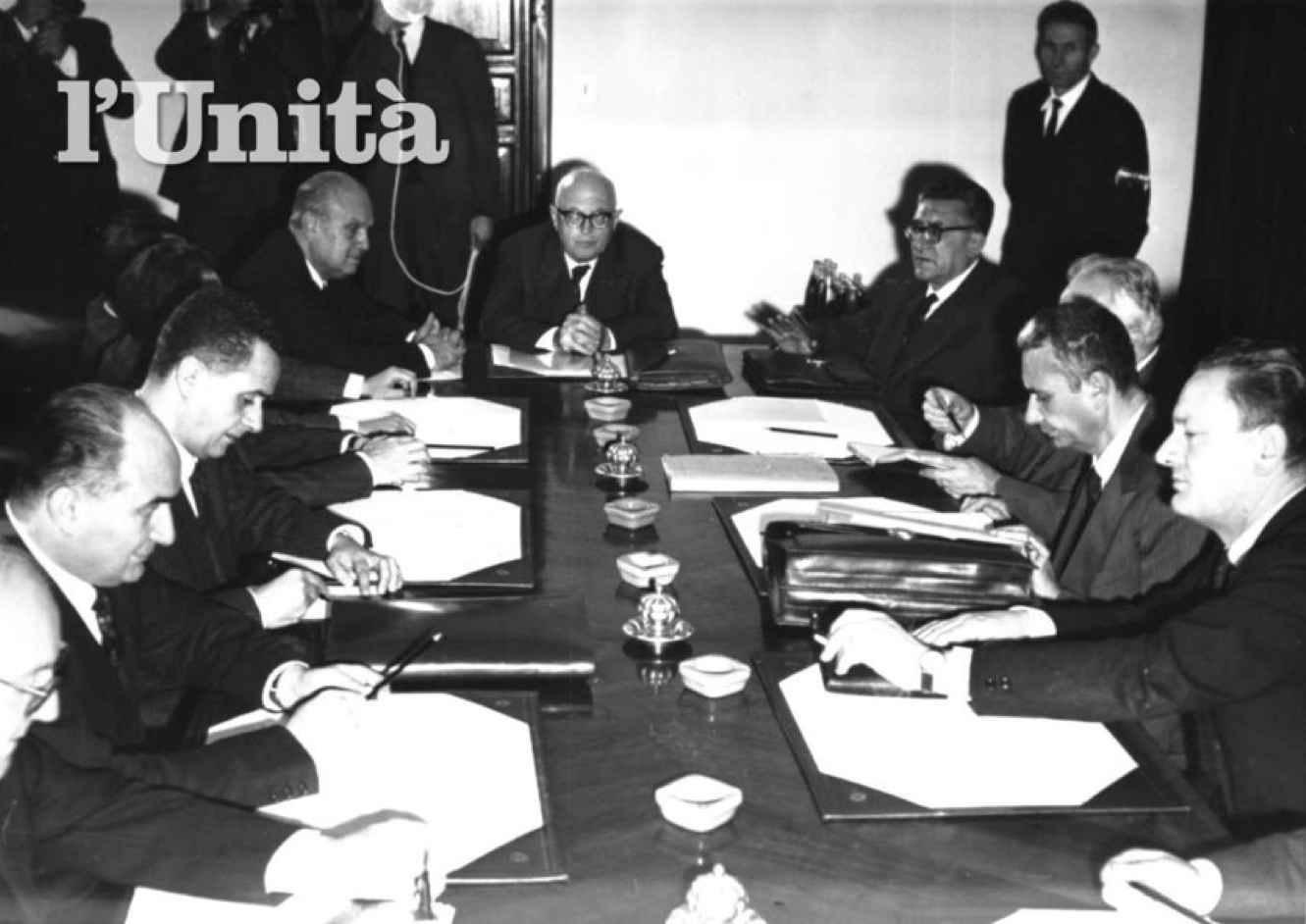Moro durante le trattative con le delegazioni del quadripartito.