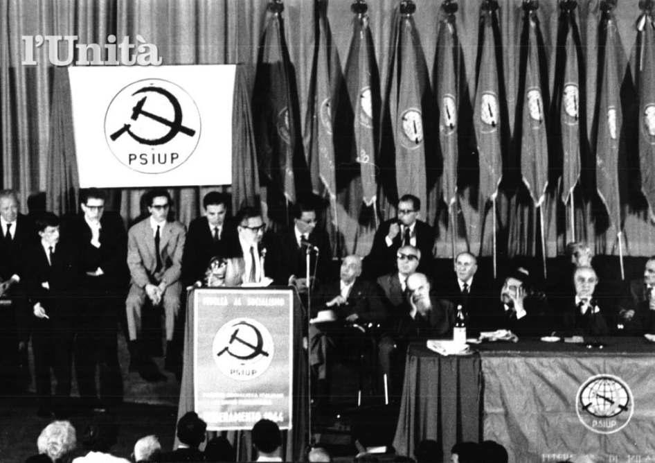 Tullio Vecchietti, leader del PSIUP, interviene all'assemblea costitutiva del nuovo partito.
