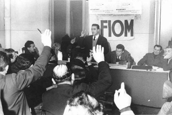 Alla presenza di Bruno Trentin si svolge l'assemblea congressuale in una lega Fiom.