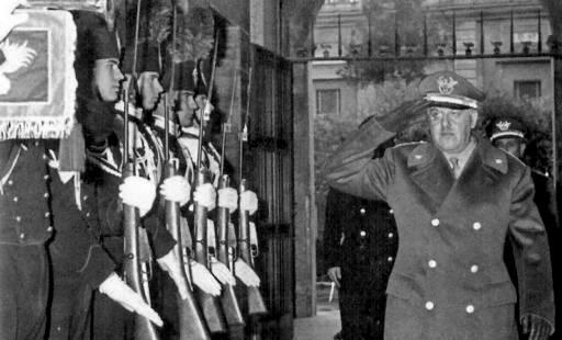 il generale Giovanni De Lorenzo, comandante dei Carabinieri.