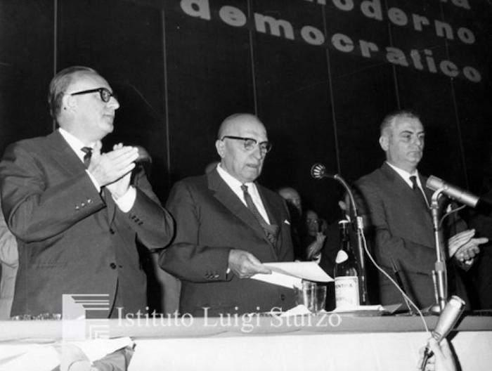 Rumor (a sinistra) sul palco del IX congresso DC.