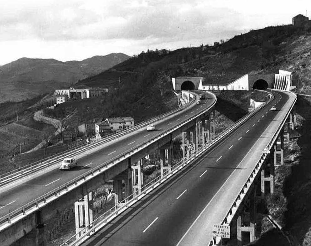 I nastri d'asfalto della nuova Autostrada del Sole.