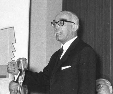 Luigi Gui, ministro della Pubblica Istruzione.
