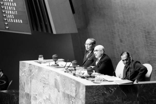 Fanfani alla presidenza dell'Assemblea ONU. Alla sua destra il segretario U Thant.