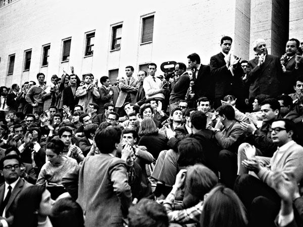 Ferruccio Parri interviene all'Università di Roma alla manifestazione per Paolo Rossi.