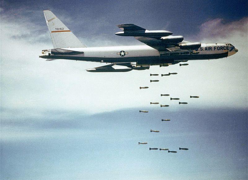 Bombardieri americani sul Vietnam.