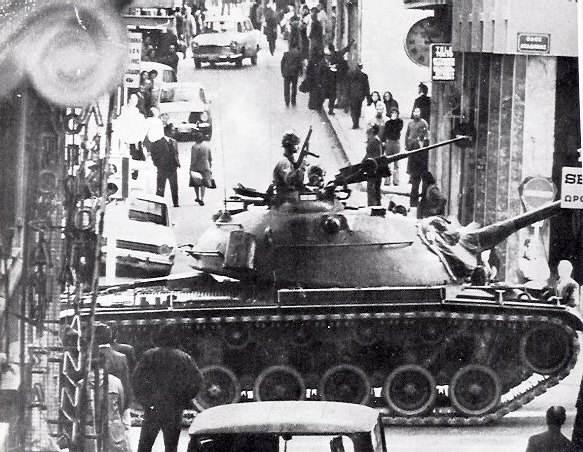 Carri armati dei golpisti presidiano Atene.