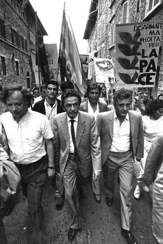 Enrico Berlinguer durante la marcia della pace Perugia-Assisi del 1983.