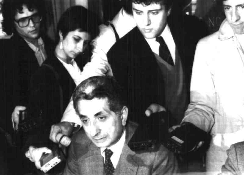 Diego Novelli, sindaco comunista di Torino, si dimette l'11 ottobre 1983 per conflitti con il Psi.