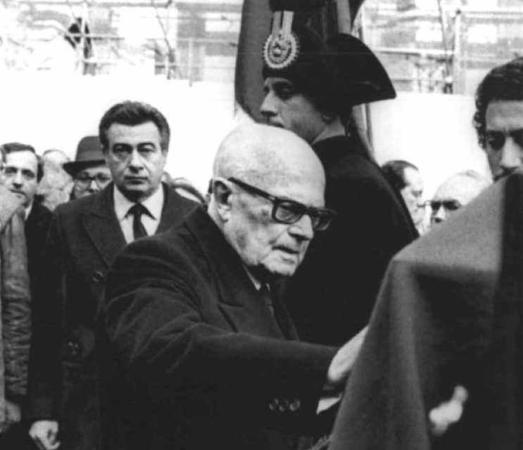 Il Presidente Pertini ai funerali di Umberto Terracini.