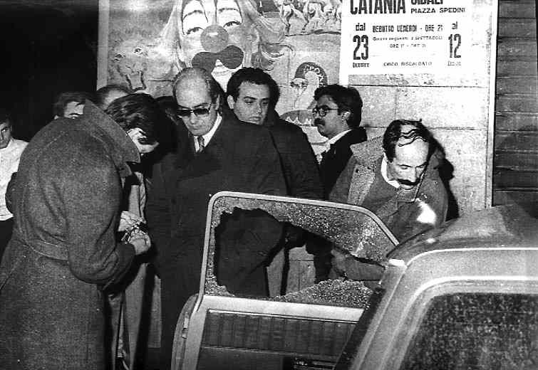 L'auto di Giuseppe Fava dopo il mortale agguato mafioso del 5 gennaio 1984 a Catania.
