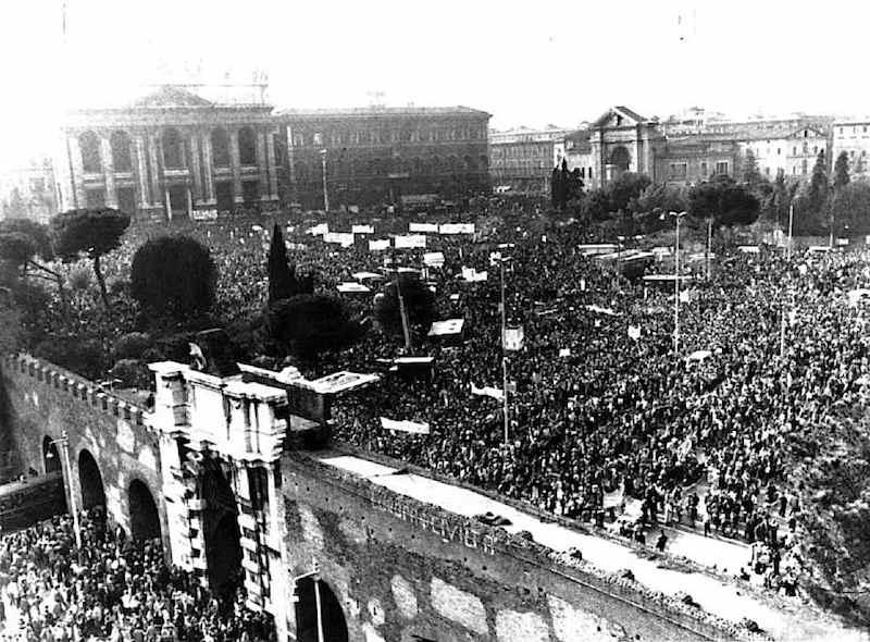 La manifestazione del 24 marzo 1984 in piazza S. Giovanni a Roma contro il decreto sulla scala mobile.
