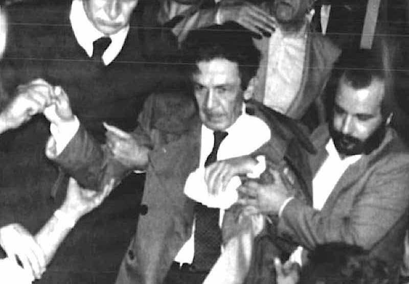 Il 7 maggio 1984 Enrico Berlinguer durante un comizio a Padova ha un malore. Dopo 4 giorni morirà l'11 maggio.