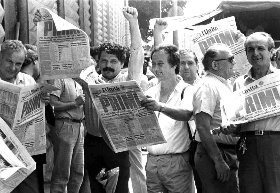 Entusiasmo tra i militanti del Pci per i risultati delle elezioni europee 1984.