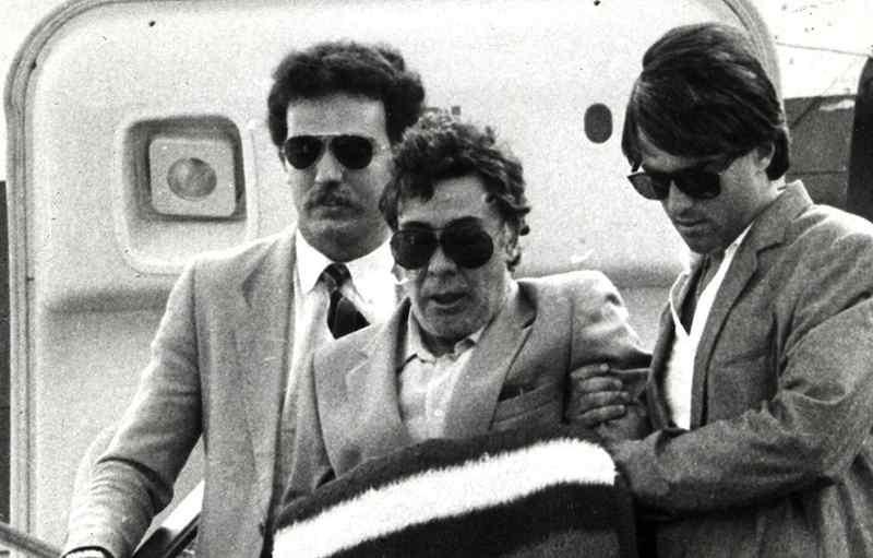 Tommaso Buscetta, boss mafioso pentito, collabora con la magistratura permettendo di arrestare moltissimi esponenti di Cosa nostra.