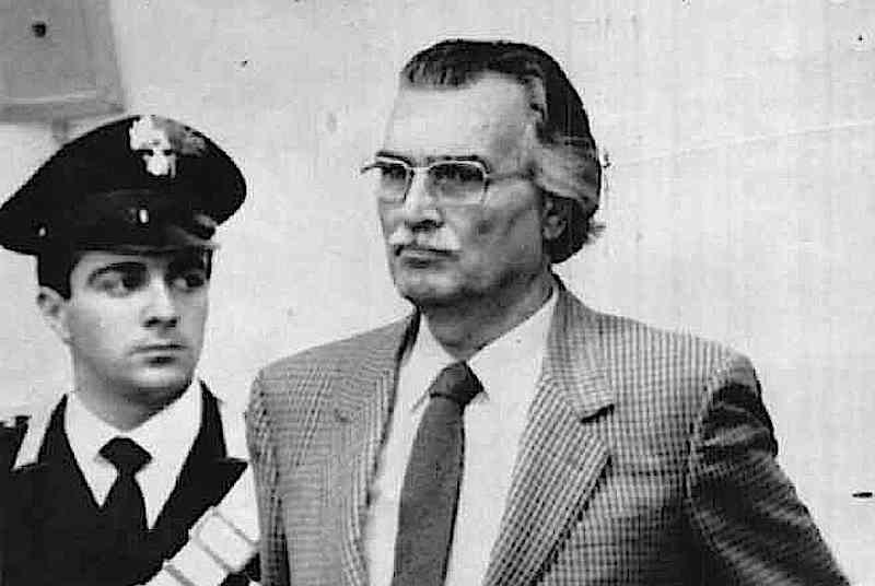Il gen. Pietro Musumeci, ex vicecapo del Sismi, arrestato con altri cinque dirigenti dei servizi segreti, in merito alle attività illegali della P2 di Licio Gelli.