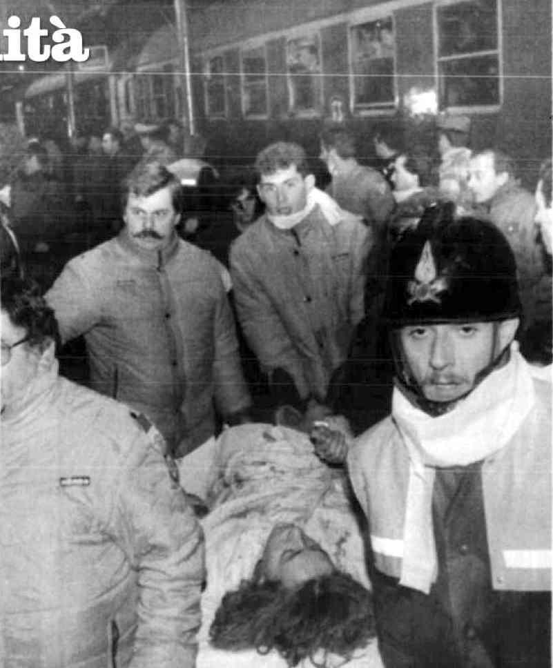 Soccorsi alle vittime della strage del rapido 904 Napoli-Milano del 23 dicembre 1984.