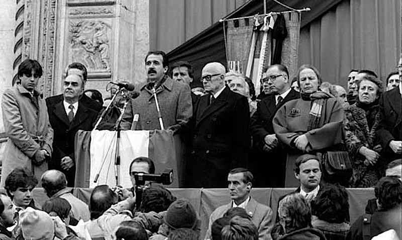 Le massime autorità dello Stato e il sindaco di Bologna Imbeni durante i funerali delle vittime del rapido 904.