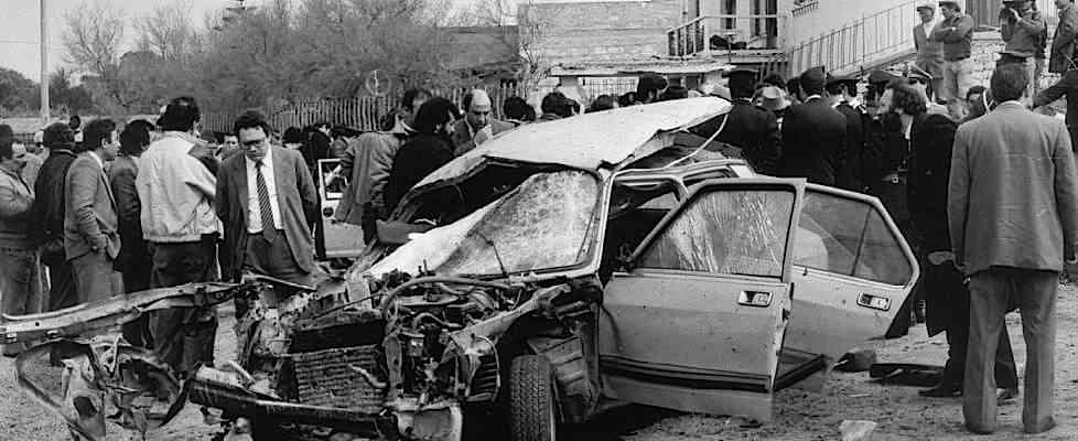 Nell'attentato mafioso al giudice Carlo Palermo non viene colpito il magistrato, ma vengono uccisi una giovane donna, Barbara Rizzo, con due suoi figli gemelli di 6 anni.