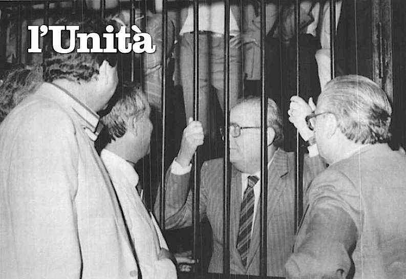 Giuseppe Piromalli, boss della 'ndrangheta, a colloquio con i suoi avvocati durante il processo di Palmi che il 18 luglio 1985 lo condanna a 11 ergastoli.
