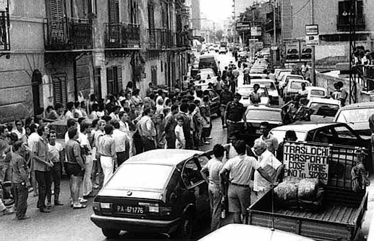 La scena dell'agguato mafioso che il 6 agosto 1985 provocò l'assassinio di Antonino Cassarà, dirigente della Mobile di Palermo, e dell'agente Roberto Antiochia.