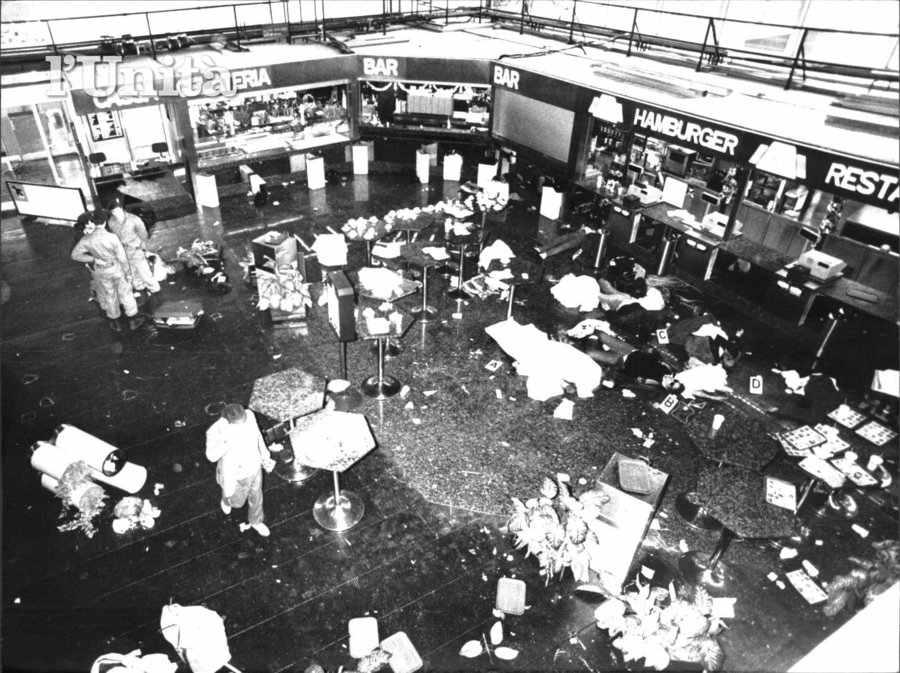 Lo scenario di morte e distruzione dopo l'assalto terroristico a Fiumicino.