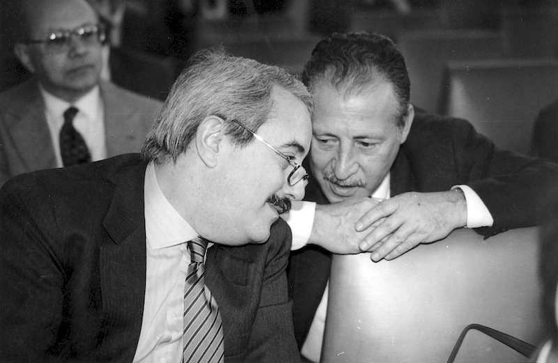 Giovanni Falcone (a sinistra) e Paolo Borsellino, magistrati protagonisti del maxi processo alla mafia del 1986.