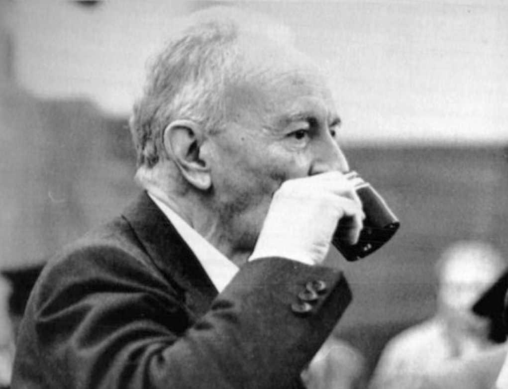 Michele Sindona, morto in carcere il 22 marzo 1986, avvelenato da un caffè al cianuro.