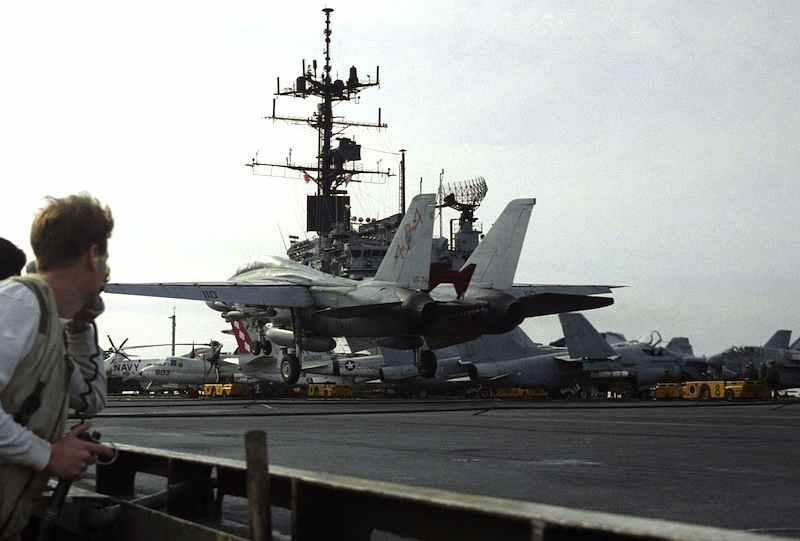 La portaerei americana Saratoga incrocia nel golfo della Sirte in prossimità della Libia; la tensione conduce a bombardamenti reciproci.