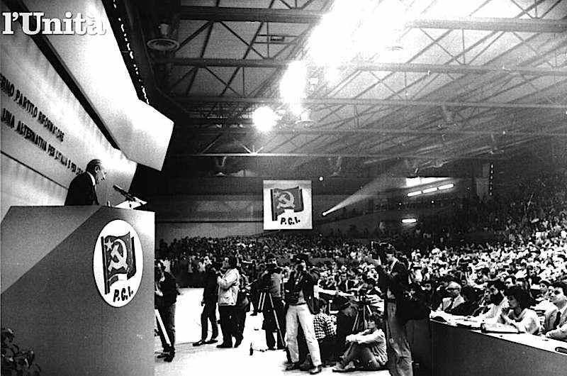 Alessandro Natta interviene al congresso del Pci dell'aprile 1986 a Firenze.