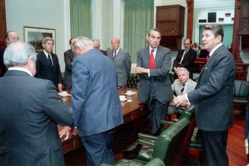 Il 12 aprile 1986, a seguito degli attentati terroristici su aerei civili americani, il Presidente Usa Reagan consulta rappresentanti del Congresso per avviare un'operazione militare contro la Libia (operazione El Dorado Canyon).