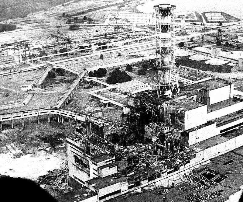 La centrale nucleare di Chernobyl dopo la disastrosa esplosione del reattore del 26 aprile 1986.