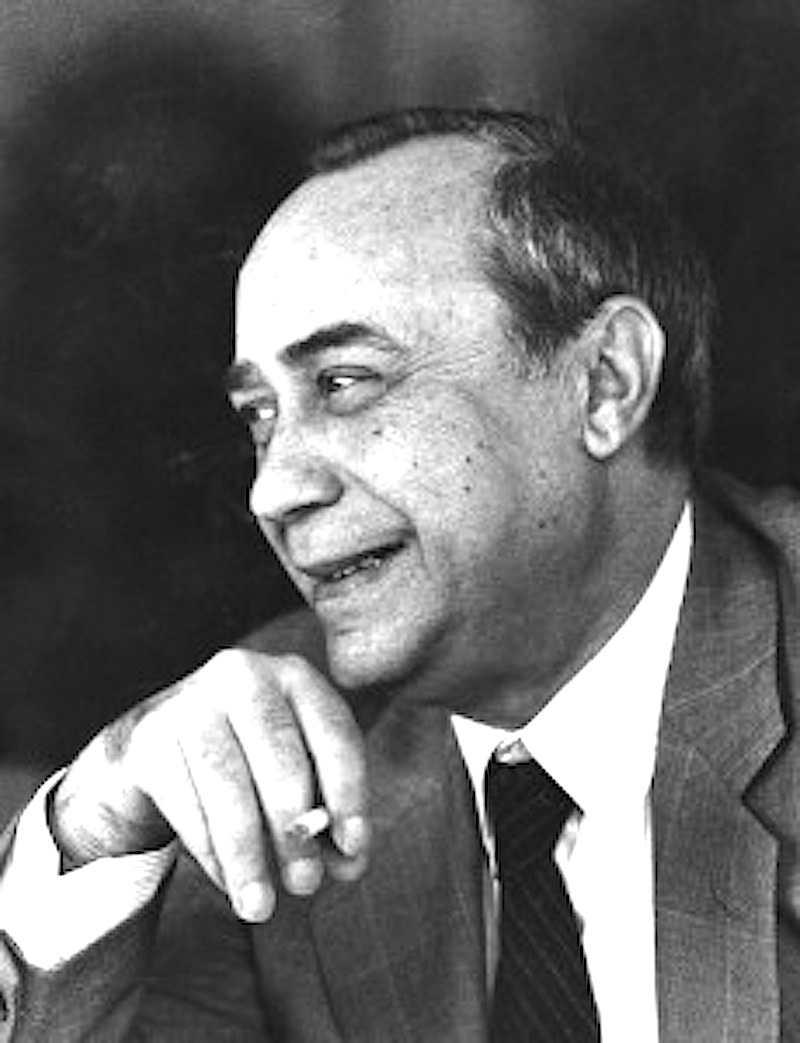 """Leonardo Sciascia con l'articolo """"I professionisti dell'antimafia"""", apparso il 13 gennaio 1987 sul Corriere della sera, polemizza con la Commissione parlamentare antimafia."""