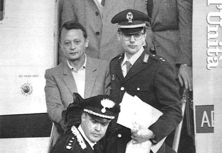 Il terrorista nero Stefano Delle Chiaie, latitante da 17 anni, il 31 marzo 1987 arriva in Italia estradato dal Venezuela.