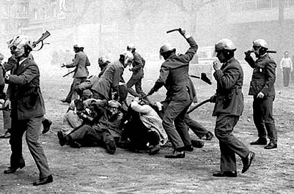 Città del Messico, piazza delle Tre Culture, 2 ottobre 1968: : 62 minuti di fuoco, oltre 300 vittime, 1200 feriti, 1800 arrestati, 25mila colpi sparati.