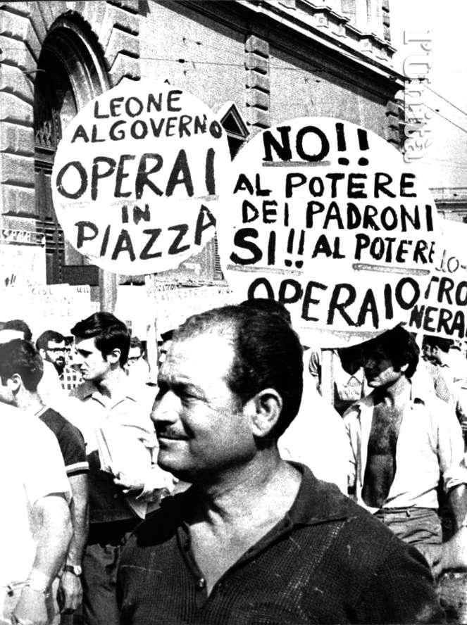 Operai in piazza durante lo sciopero per le pensioni del 14 novembre 1968.