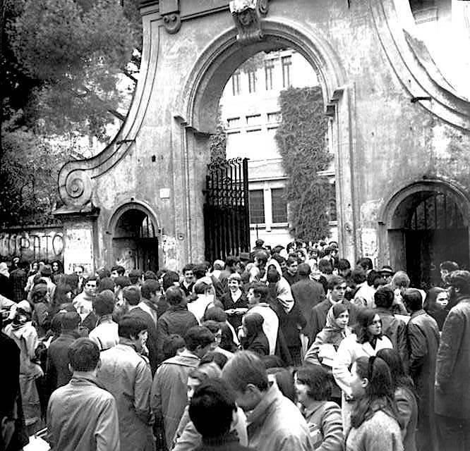 """Il liceo romano """"Mamiani"""" in agitazione nel dicembre 1968."""