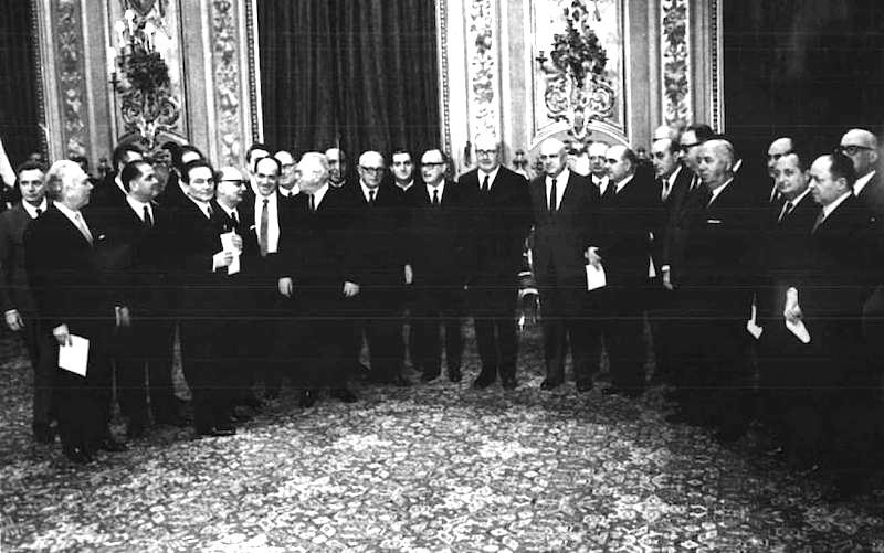 Foto di gruppo del I governo Rumor.