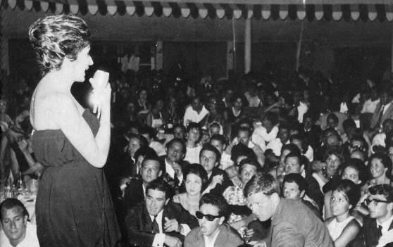 La Bussola di Viareggio, locale alla moda nella borghesia, ospitava spesso concerti di grandi cantanti (in foto Mina). Il veglione di Capodanno 1969, frequentato da vip e ricchi borghesi, fu contestato dal movimento studentesco, con duri scontri con la polizia.