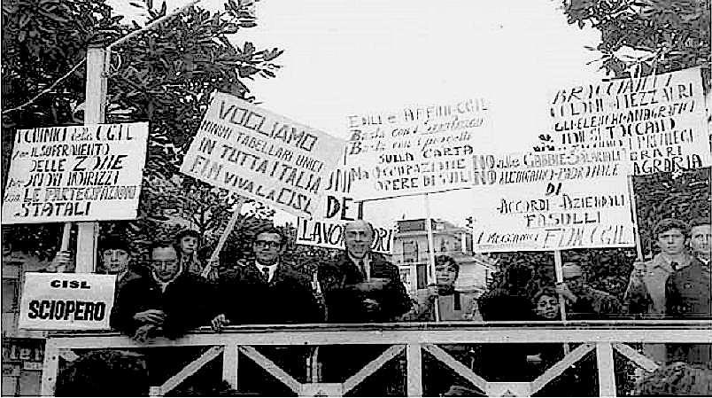 Manifestazione sindacale contro le gabbie salariali.