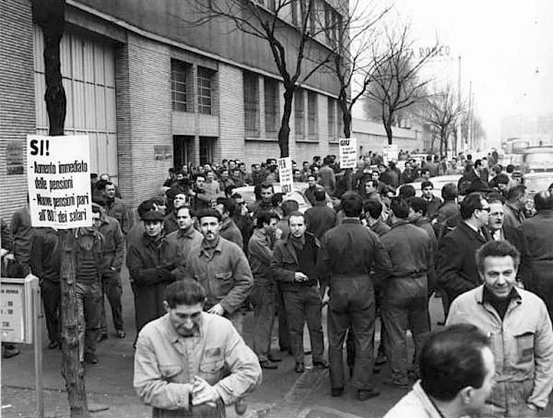 Operai in sciopero per le pensioni.