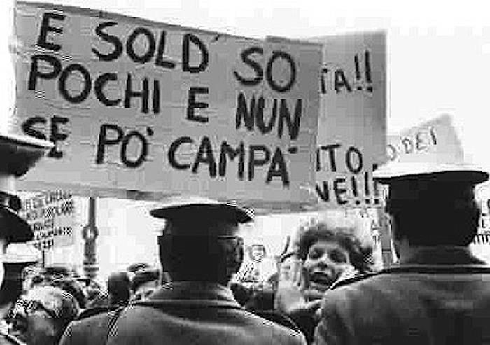 Protesta contro le gabbie salariali.