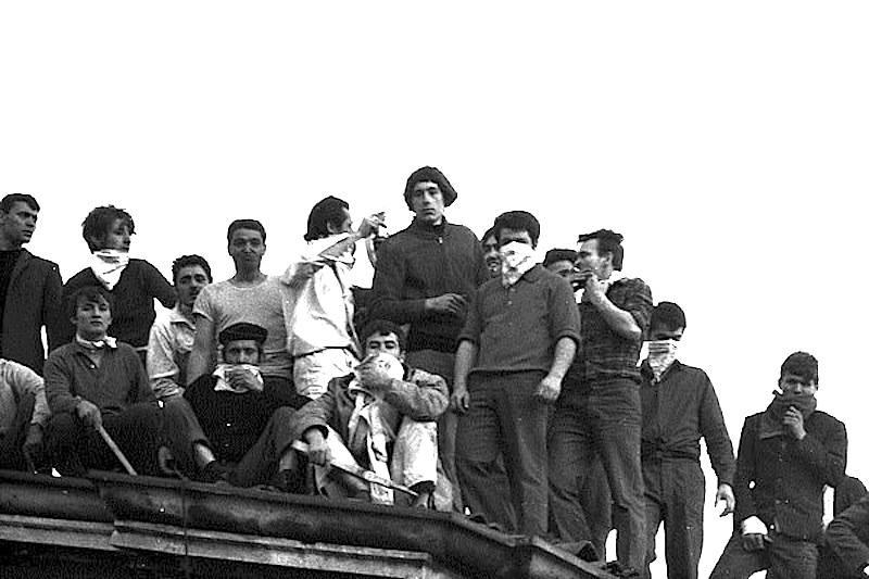 Carcerati in rivolta sui tetti di San Vittore a Milano.