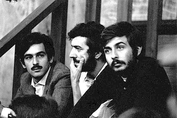 Mario Capanna (al centro) con gli altri imputati nel processo Trimarchi.